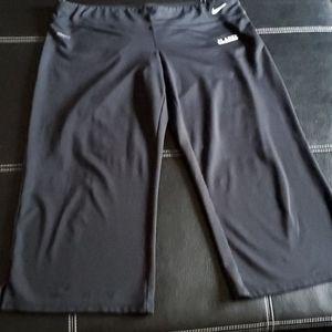 Nike dri fit Capri workout Leggings